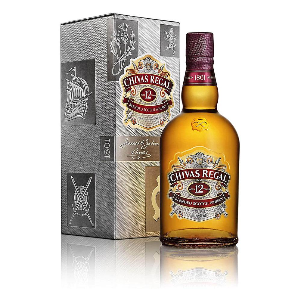 Chivas Regal 12 éves kevert skót whisky díszdobozban